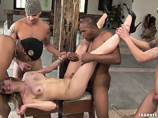 Milfs eating pussy