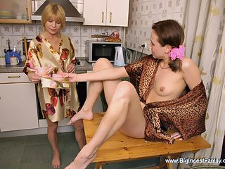 Sex frenzied mature ho gives her daughter a lesson on carpet munching