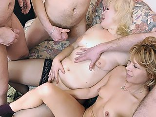 Family pulls a crazy incest orgy with two ladies and three guys involved