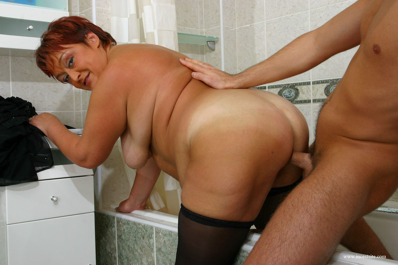 Chubby Mother Washing Her Sons Back Deepthroating His Cock-8174