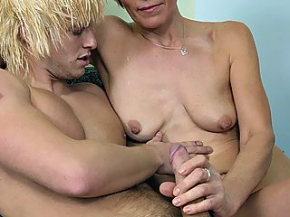 Four eyed mommy gets her trimmed pink stretched open by her well hung son